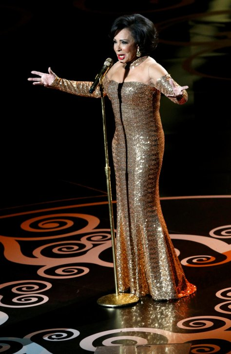 dsb-shirley-bassey-performance-gold-dress-oscars-2013-2