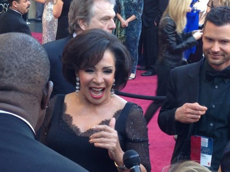 dsb-shirley-bassey-red-carpet-oscars-2013-3