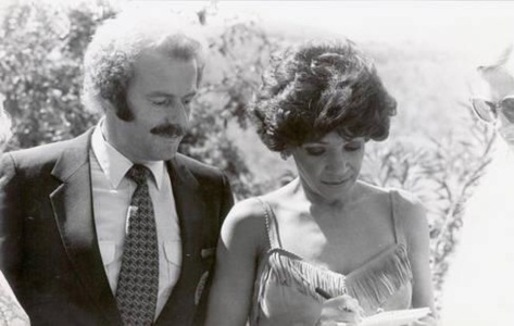 Shirley Bassey with an unknown fan in 1974