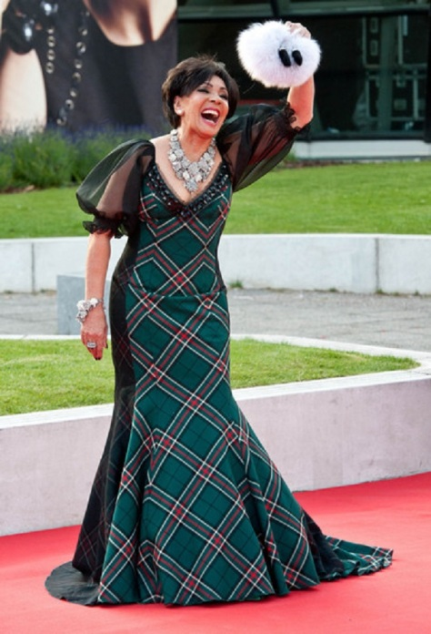 Dame+Shirley+Bassey+2011+Scottish+Fashion+gfc3-tJGmIml