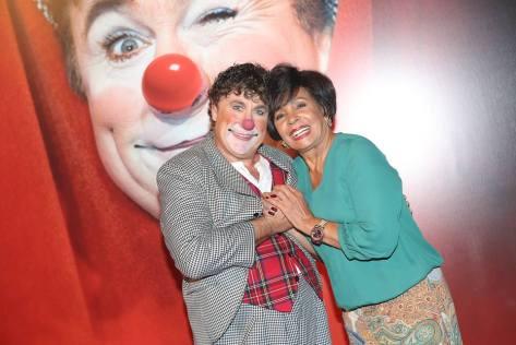 Notre clown David Larible avec la merveilleuse Shirley Bassey qui nous a visité cette année encore une fois lors du Circus Dinner Show Monte-Carlo. copyright photo: Frederic Nebinger