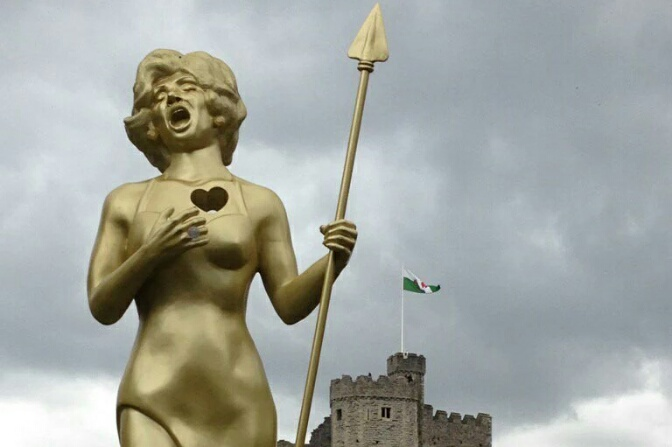Fool's Gold – Statue of Dame Shirley Boadicea!
