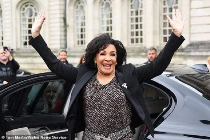 DAME SHIRLEY BASSEY COLLECTING THE FREEDOM OF HER HOME CITY OF CARDIFF